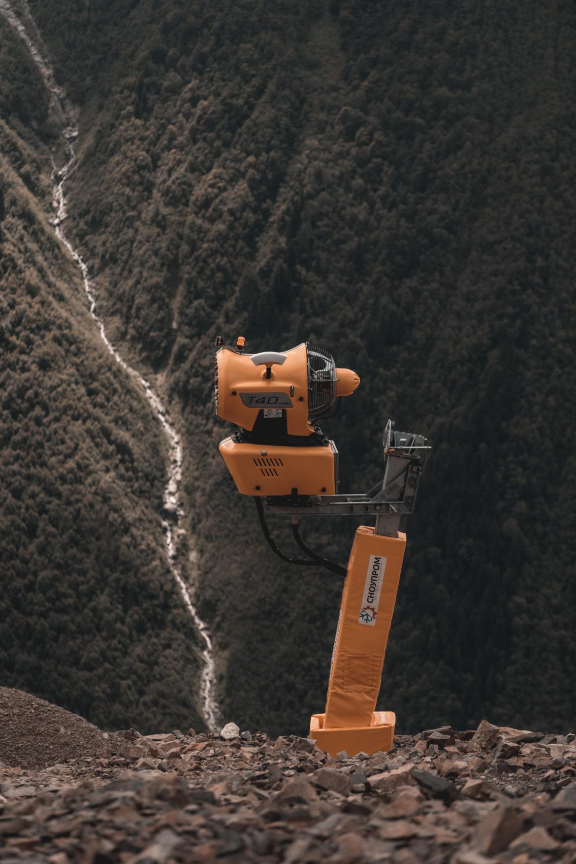 На ГЛК «ДОМБАЙ» приступили к процессу оснежения горнолыжных склонов