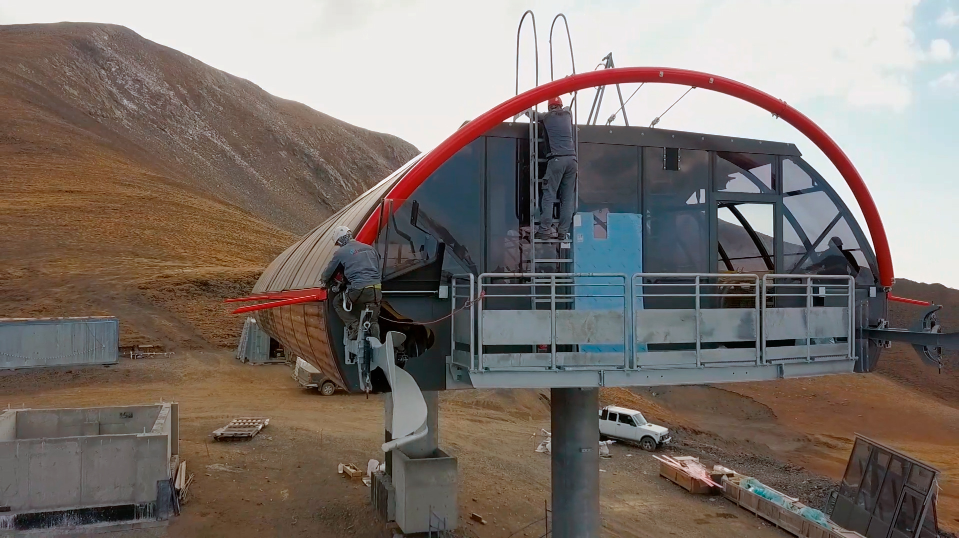 Продолжается монтаж комплекса канатных дорог на ВТРК Архыз